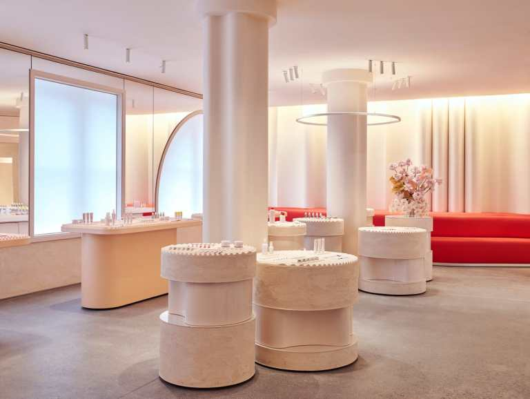 glossier-flagship-opening