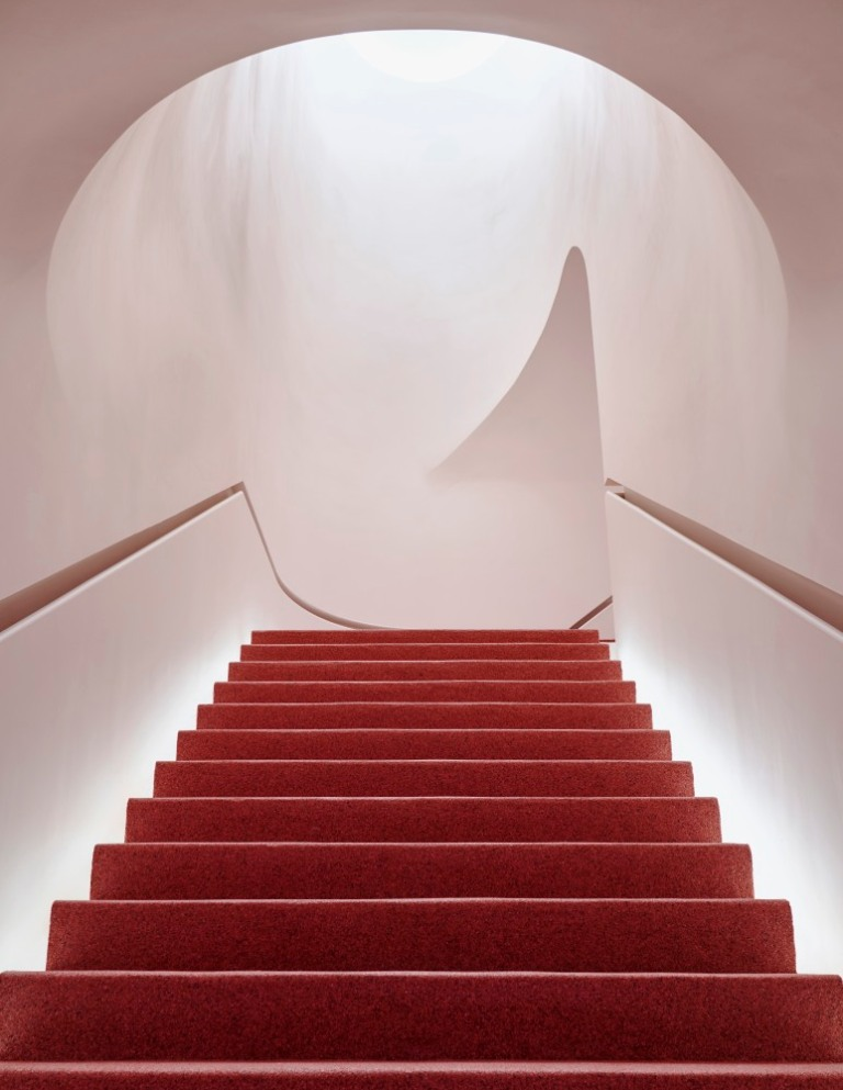 Glossier_Flagship_Stairwell_CG